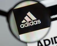 Mailand, Italien - 10. August 2017: Adidas-Logo auf dem Websitehaus Stockfotografie