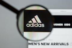 Mailand, Italien - 10. August 2017: Adidas-Logo auf dem Websitehaus Lizenzfreies Stockfoto