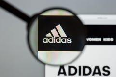 Mailand, Italien - 10. August 2017: Adidas-Logo auf dem Websitehaus Lizenzfreie Stockbilder