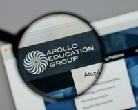 Mailand, Italien - 10. August 2017: Apollo Education Group-Logo auf t Lizenzfreie Stockfotografie