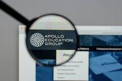 Mailand, Italien - 10. August 2017: Apollo Education Group-Logo auf t Lizenzfreie Stockfotos