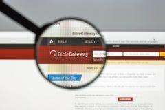 Mailand, Italien - 10. August 2017: Bibelzugangs-Websitehomepage Lizenzfreies Stockbild