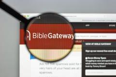Mailand, Italien - 10. August 2017: Bibelzugangs-Websitehomepage Lizenzfreie Stockbilder