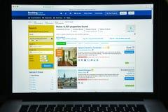 Mailand, Italien - 10. August 2017: Buchung COM-Websitehomepage Es Lizenzfreie Stockfotografie