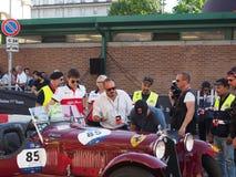 Mailand, Italien - 29. August 2018: Charles Leclerc, der sich vorbereitet, ein historisches Auto zu fahren stockbilder