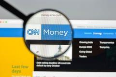Mailand, Italien - 10. August 2017: Geld CNN-Websitehomepage mon Lizenzfreie Stockbilder