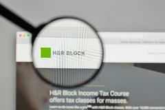 Mailand, Italien - 10. August 2017: H&r- Blocklogo auf der Website ho Stockfoto