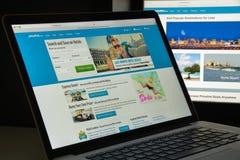 Mailand, Italien - 10. August 2017: Priceline-Websitehomepage Es i Lizenzfreie Stockfotos