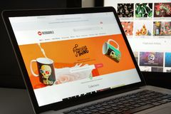Mailand, Italien - 10. August 2017: Redbubble-Websitehomepage Es i Stockbild