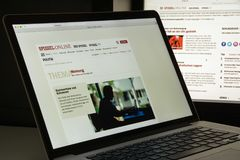 Mailand, Italien - 10. August 2017: Spiegel-Websitehomepage ist ein Stockfotografie