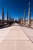 MAILAND, ITALIEN AM 27. MÄRZ 2015: einige Leute auf Duomo überdachen Terrasse an einem sonnigen Tag Lizenzfreie Stockfotos