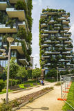MAILAND, ITALIEN - 28. MAI 2017: Bosco Verticale Vertical Forest L Lizenzfreie Stockbilder