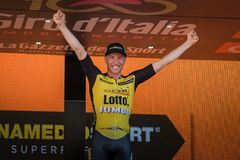 Mailand, Italien am 28. Mai 2017: Jos Van Emden, Lotto-riesiges Team, feiert seinen Sieg des Stadiums Lizenzfreie Stockfotografie