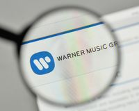 Mailand, Italien - 1. November 2017: Warner Music Group-Logo auf Lizenzfreies Stockbild