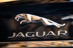 Mailand, Italien - 24. September 2017: Jaguar-Logo auf einem schwarzen Sport Stockfotos