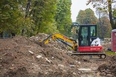 MAILAND, ITALY-OCTOBRE 18, 2015: Baumaschinen auf Baustelle der neuen U-Bahnlinie in Mailand Lizenzfreie Stockbilder