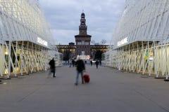 Mailand, Mailand, quadratische Ansicht des Schlosses und expogate Lizenzfreie Stockfotos