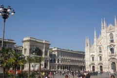 Mailand Piazza Del Duomo mit Palmen lizenzfreie stockfotos