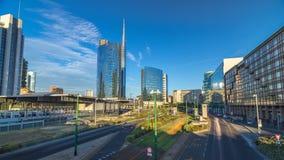 Mailand-Skyline mit modernen Wolkenkratzern in Geschäftsgebiet Porta Nuova timelapse hyperlapse in Mailand, Italien, bei Sonnenun stock video footage
