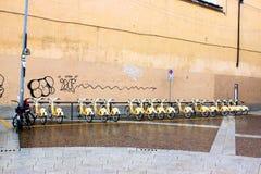 Mailand-Stadt-Fahrräder stockfotos
