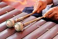 Maillets thaïlandais traditionnels de xylophone Photo stock