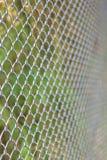 Maillon de chaîne clôturant la barrière de cyclone Images stock