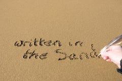 Main écrite dans le sable Photographie stock libre de droits