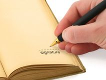Main écrivant une signature Photos libres de droits