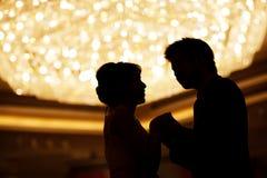 Main affectueuse de fixation de couples Image libre de droits