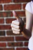 Main affichant le bon signe Photographie stock libre de droits