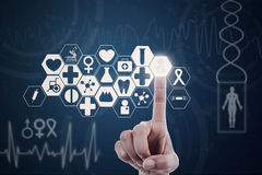 Main appuyant sur le bouton médical moderne illustration libre de droits