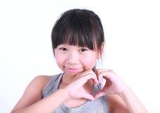 Main asiatique de signe d'amour d'exposition de fille Image libre de droits