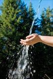 Main avec de l'eau Image libre de droits