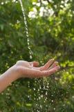 Main avec de l'eau Images libres de droits