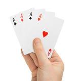 Main avec des cartes de tisonnier Images libres de droits