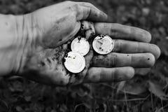 Main avec des pièces de monnaie Photo libre de droits