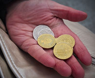 Main avec des pièces de monnaie Image stock
