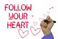 Main avec l'écriture de marqueur : Suivez votre coeur Photo stock