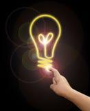 Main avec l'ampoule Photographie stock libre de droits