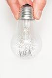 Main avec l'ampoule pleine des idées photos libres de droits