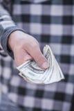 Main avec l'argent Photos stock