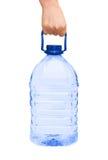 Main avec la bouteille de l'eau Photographie stock libre de droits