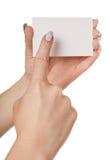 Main avec la carte de visite professionnelle de visite Images stock