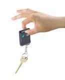 Main avec la clé de véhicule Photo libre de droits