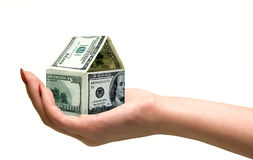 Main avec la maison des billets de banque Images libres de droits