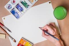 Main avec la peinture de crayon Photos stock