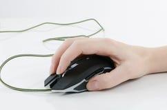 Main avec la souris image stock