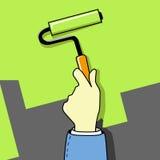 Main avec le balai de rouleau Photographie stock libre de droits