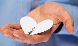 Main avec le coeur de papier cassé Photos libres de droits