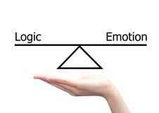 Main avec le concept de gauche à droite de cerveau de la logique et de l'émotion Photos libres de droits